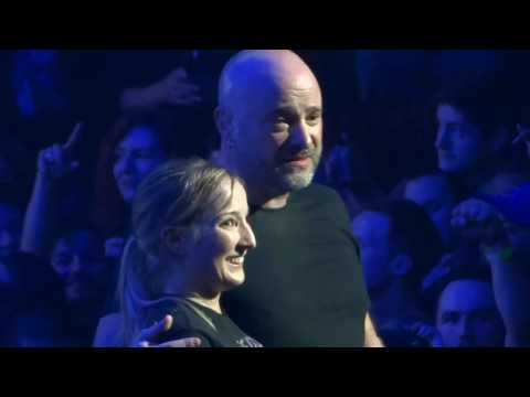 (New) ✺🡆 david draiman stops disturbed show helps sami up on stage after mosh pit incident