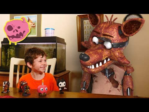 (New) Real fnaf vs kids - what do the animatronics think of toys?