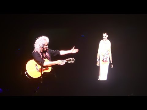 (New) Queen- brian may with freddie mercury video- love of my life - live birmingham