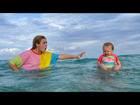 (Ver Filmes) Maggie is swimming with little naomi in the sea! new best series for kids!!!