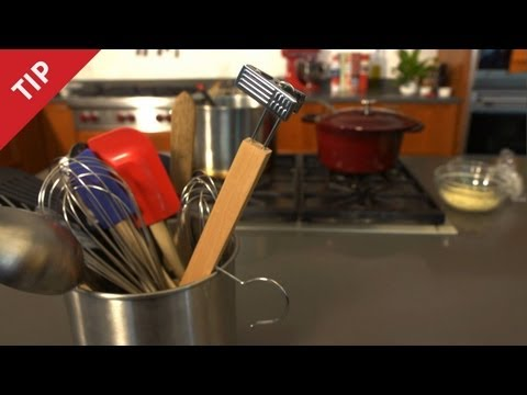 (New) Why you need a hanger in the kitchen - chow tip